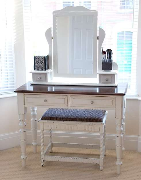 DIY Vanity Tables http://lilieslattesandlace.com/2012/06/14/vanity-dressing-tables/